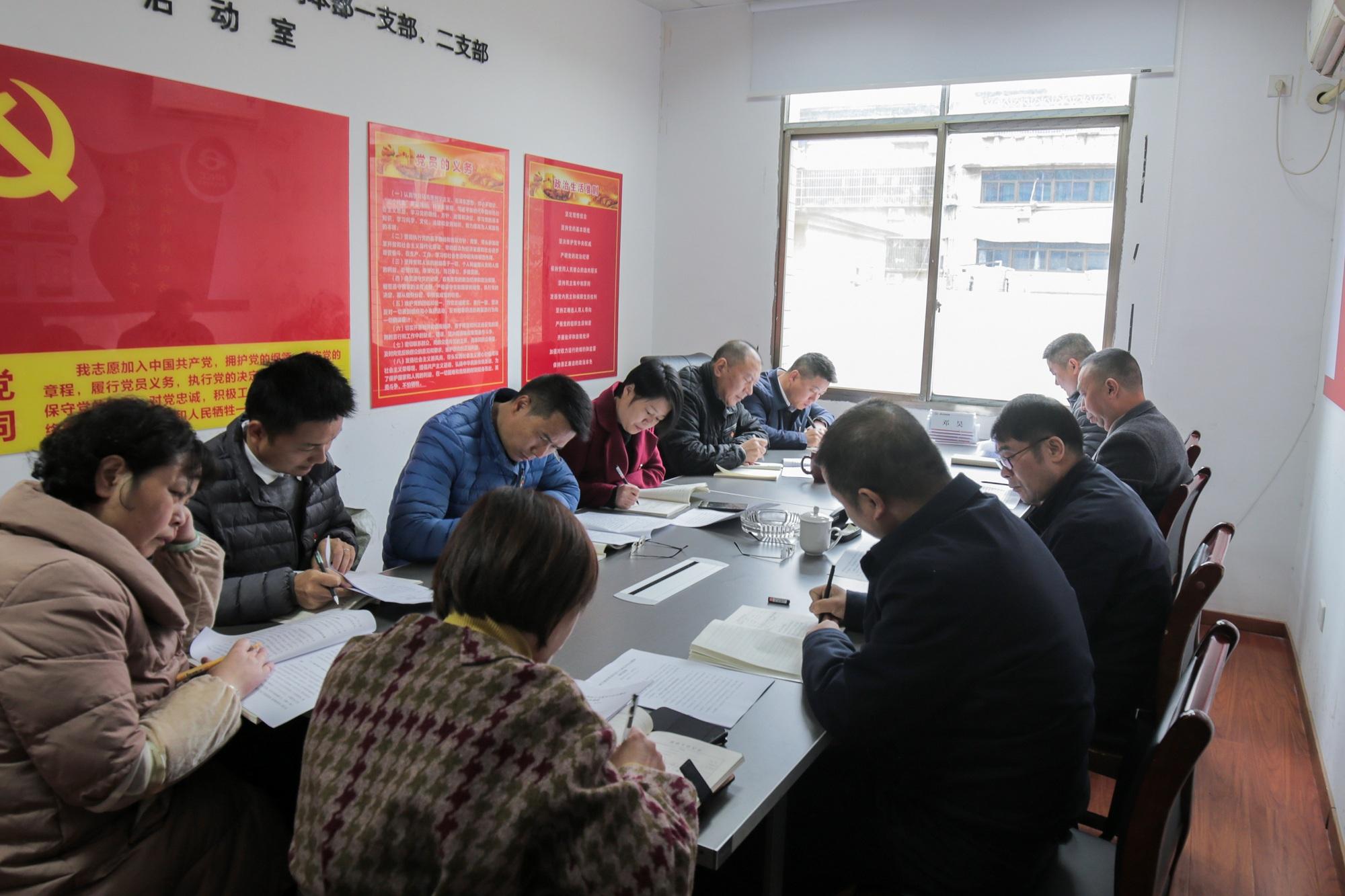 11月24日,长江分公司党委学习贯彻党的十九届五中全会精神.JPG