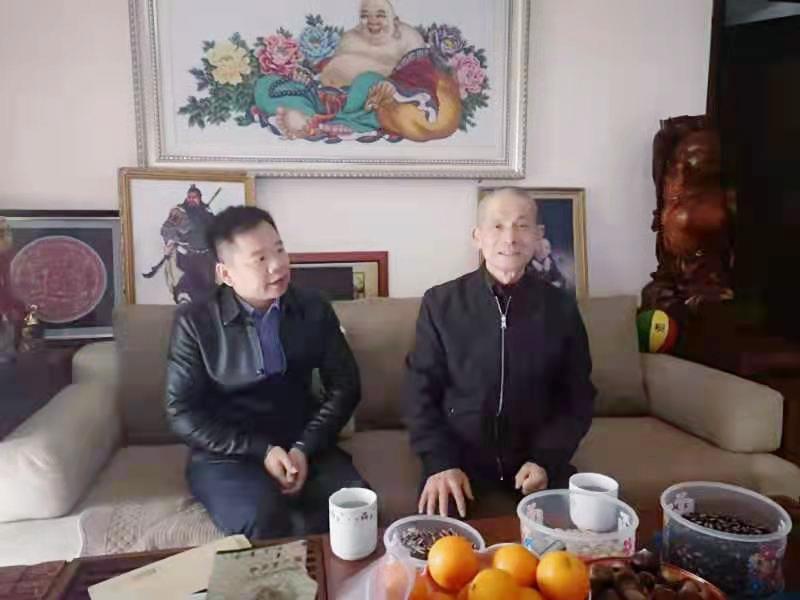 13、2月7日,张泽丰慰问老党员戴奇德_副本.jpg