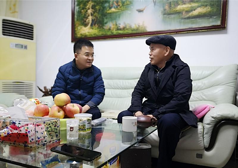 9、2月9日,刘迪祥慰问老党员蔡和祥_副本_副本.jpg